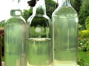Holunderblütensekt in Flaschen