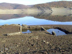 Rursee bei extremem Niedrigwasser